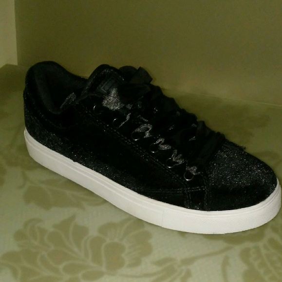 Fila Shoes   Womens Black Velvet Lowtop